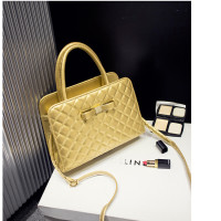 B545 IDR.195.000 MATERIAL PU SIZE L28XH20XW11CM WEIGHT 750GR COLOR GOLD