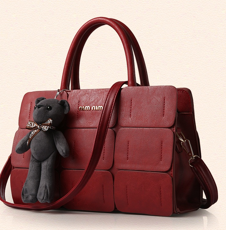 B568 IDR.195.000 MATERIAL PU SIZE L32XH21XW13CM WEIGHT 1200GR COLOR WINERED