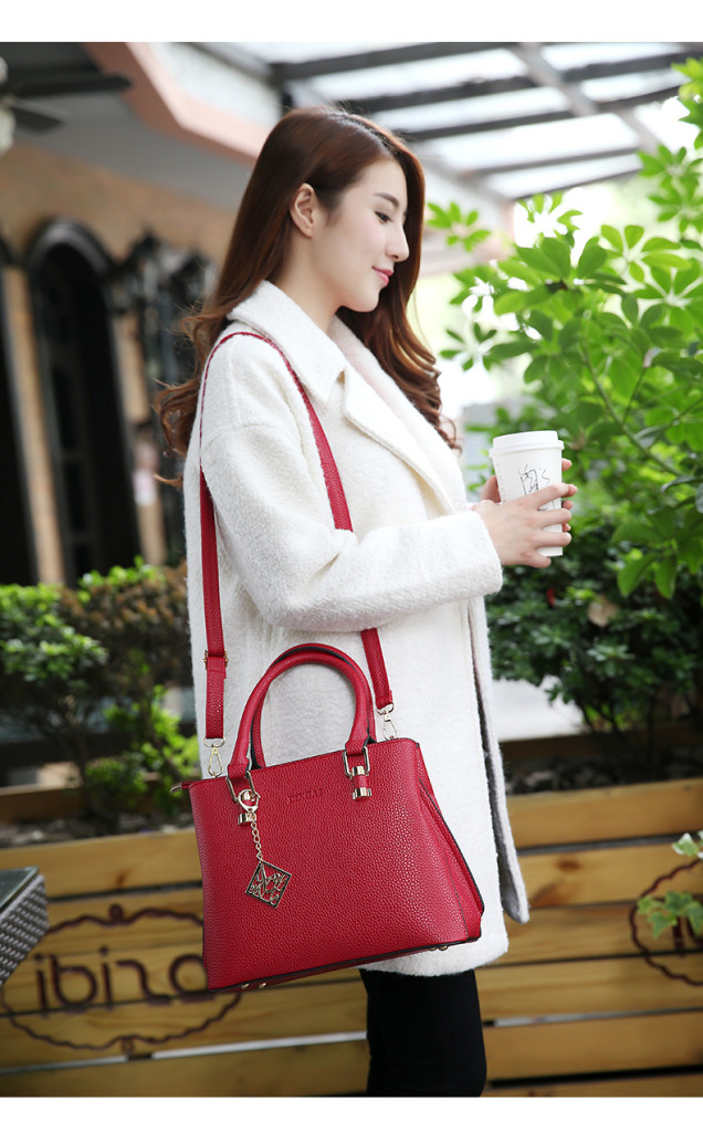 B569 IDR.210.000 MATERIAL PU SIZE L29XH23XW12CM WEIGHT 800GR COLOR RED.jpg