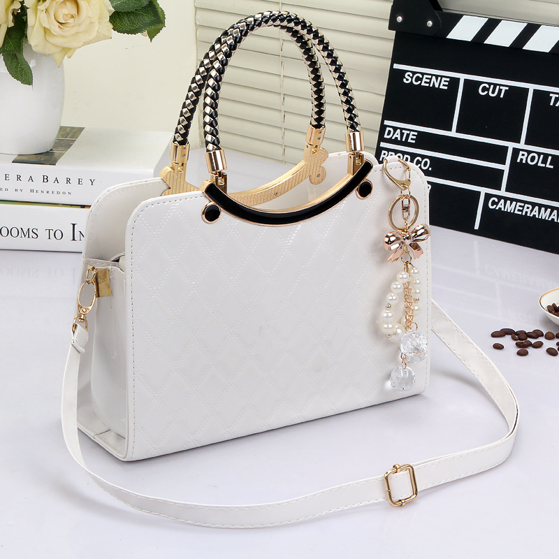 B6338 IDR.203.000 MATERIAL PU SIZE L28XH20XW11CM WEIGHT 800GR COLOR WHITE