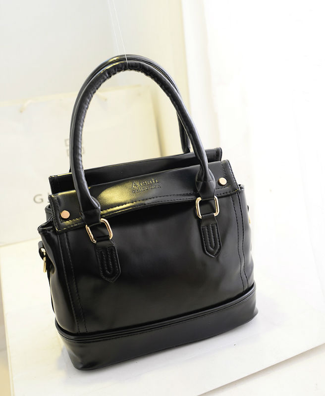 B658 IDR.19O.OOO MATERIAL PU SIZE L26XH24XW12CM WEIGHT 700GR COLOR BLACK.jpg