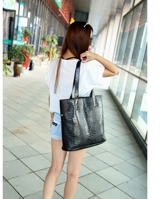 B684 (2IN1) IDR.176.OOO MATERIAL PU SIZE L35XH36XW10CM WEIGHT 850GR COLOR BLACK