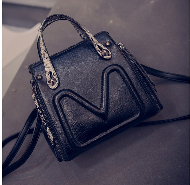 B6932 IDR.177.000 MATERIAL PU SIZE L20XH21XW15CM WEIGHT 600GR COLOR BLACK