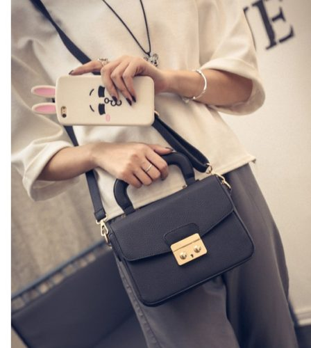 B7005 MATERIAL PU SIZE L21XH15XW7CM WEIGHT 650GR COLOR BLACK