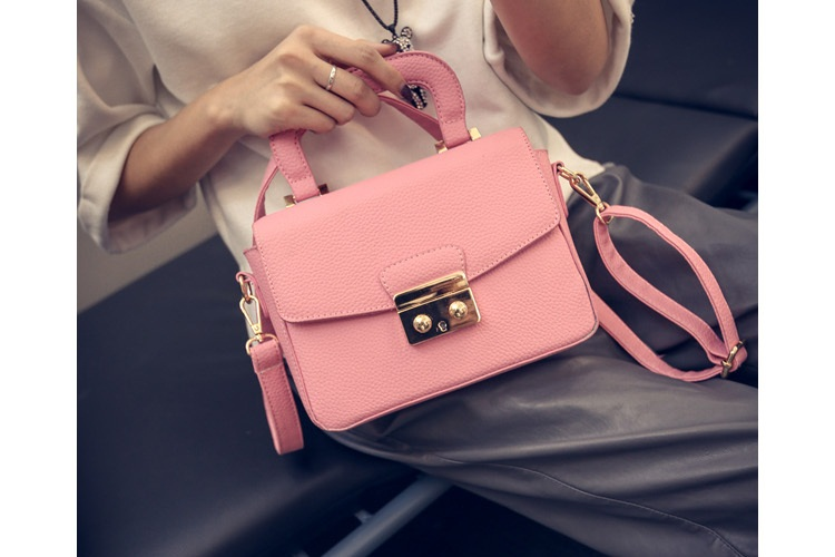 B7005 IDR.162.000 MATERIAL PU SIZE L21XH15XW7CM WEIGHT 650GR COLOR PINK