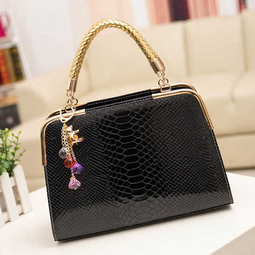 B702 IDR.158.000 MATERIAL PU SIZE L30XH25XW10CM WEIGHT 800GR COLOR BLACK