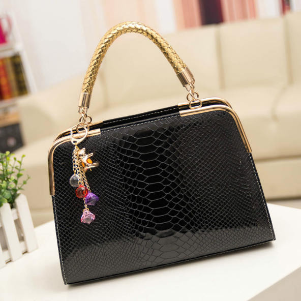 B702 IDR.165.000 MATERIAL PU SIZE L30XH25XW10CM WEIGHT 800GR COLOR BLACK