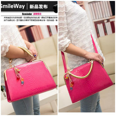 B702 IDR.165.000 MATERIAL PU SIZE L30XH25XW10CM WEIGHT 800GR COLOR ROSE
