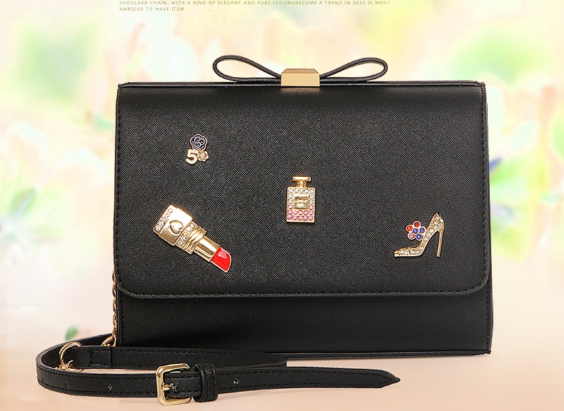 B7020 IDR.186.000 MATERIAL PU SIZE L22XH17XW8CM WEIGHT 650GR COLOR BLACK