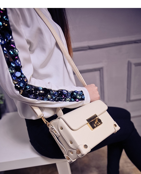 B707 IDR.176.000 MATERIAL PU SIZE L20XH14XW9CM WEIGHT 600GR COLOR BEIGE