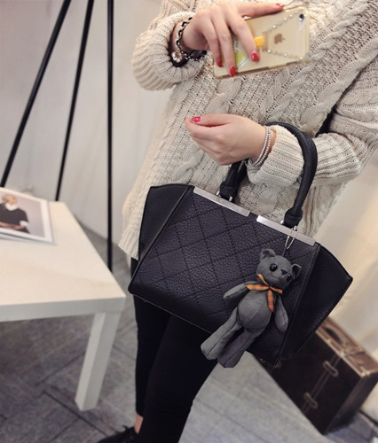 B7097 IDR.190.000 MATERIAL PU SIZE L28-40XH22XW10CM WEIGHT 900GR COLOR BLACK