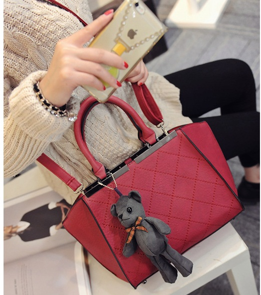 B7097 IDR.190.000 MATERIAL PU SIZE L28-40XH22XW10CM WEIGHT 900GR COLOR RED