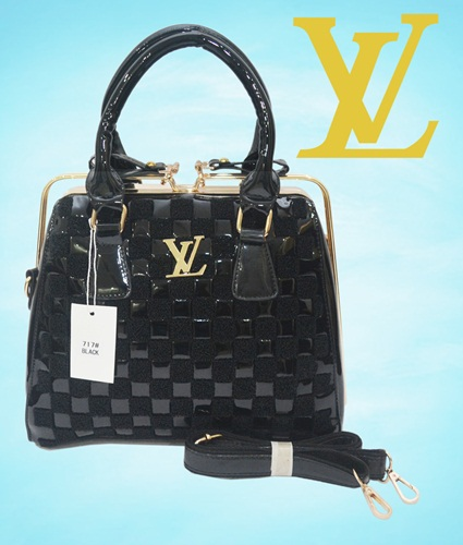 B717 IDR.280.000 MATERIAL PU SIZE L30XH25X15CM WEIGHT 1350GR COLOR BLACK