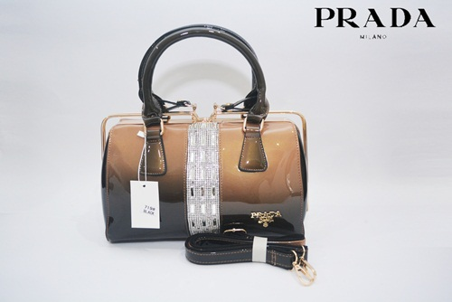 B7190 IDR.255.000 MATERIAL PU SIZE L30XH14XW18CM WEIGHT 1050GR COLOR BLACK