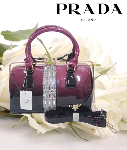 B7190 IDR.255.000 MATERIAL PU SIZE L30XH14XW18CM WEIGHT 1050GR COLOR RED