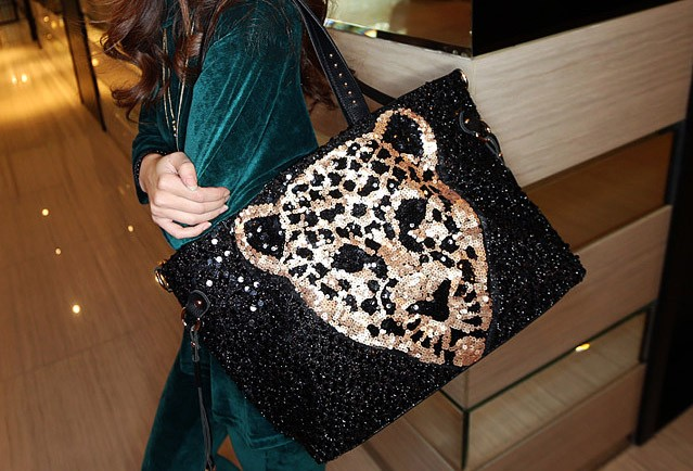 B7301 IDR.153.000 MATERIAL PU+SEQUIN SIZE L46XH31XW11CM-STRAP-100CM WEIGHT 700GR COLOR ASPHOTO