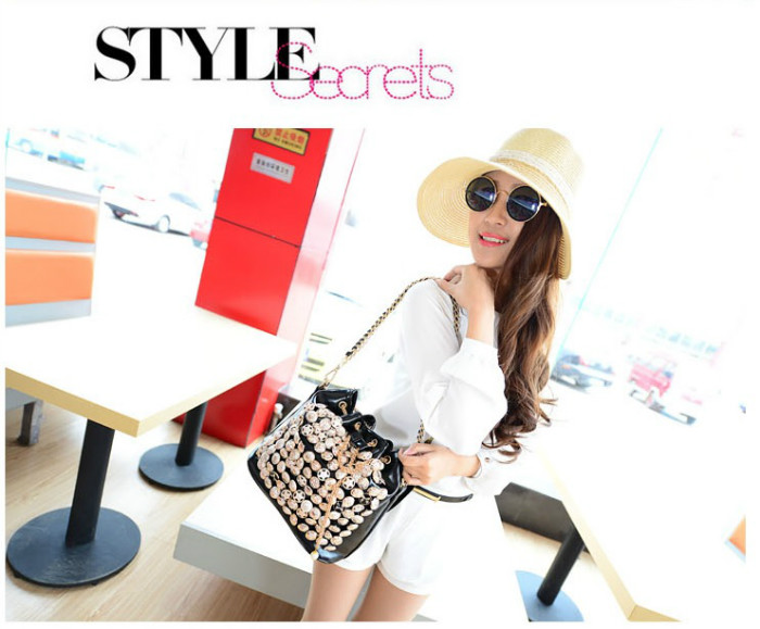 B742 IDR.182.000 MATERIAL PU SIZE L26XH27XW15CM WEIGHT 800GR COLOR BLACK