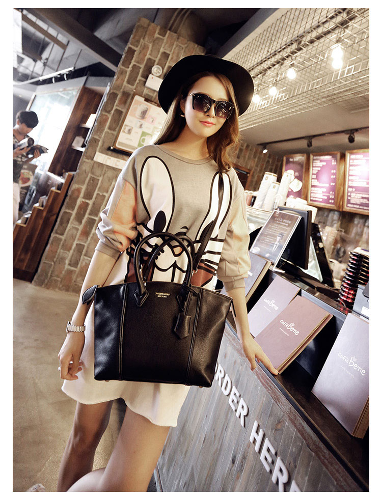 B8013 IDR.209.000 MATERIAL PU SIZE L44XH30XW20CM WEIGHT 700GR COLOR BLACK