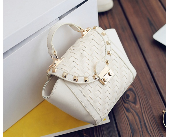 B8035 IDR.172.000 MATERIAL PU SIZE L16XH17XW9CM WEIGHT 600GR COLOR BEIGE