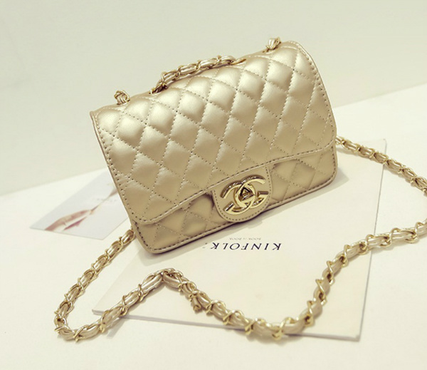 B8083 IDR.163.000 MATERIAL PU SIZE L20XH13XW8CM WEIGHT 500GR COLOR GOLD