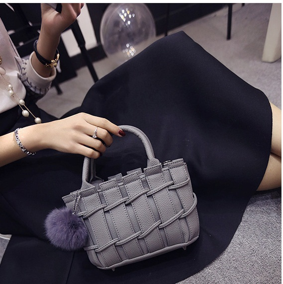 B8090 IDR.167.000 MATERIAL PU SIZE L22XH16XW9CM WEIGHT 700GR COLOR GRAY