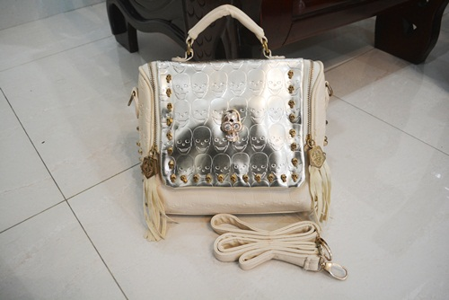 B8158 IDR.180.000 MATERIAL PU SIZE L25XH21XW10.5CM WEIGHT 700GR COLOR APRICOT