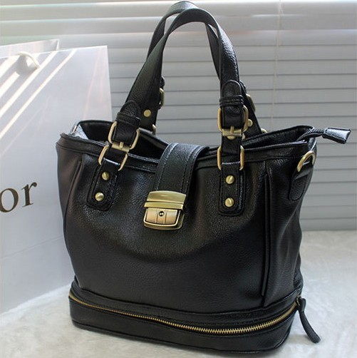 B8195 IDR.214.000 MATERIAL PU SIZE L32XH23XW17CM WEIGHT 820GR COLOR BLACK