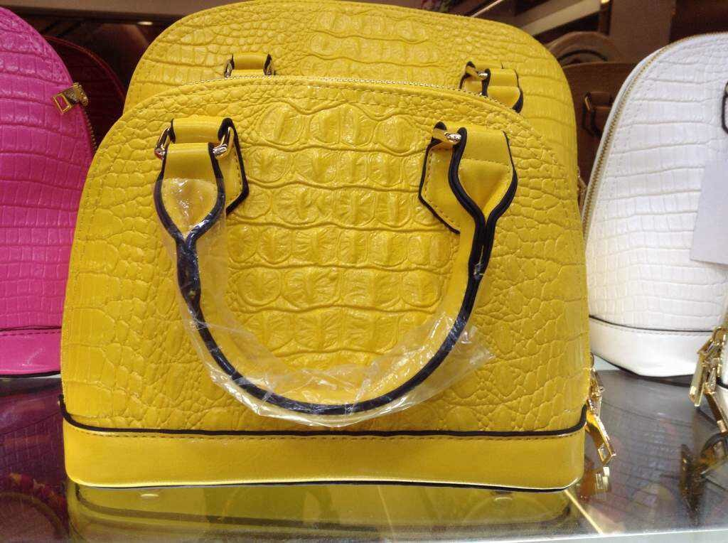 B8212 IDR.188.000 MATERIAL PU SIZE L25XH17XW12CM WEIGHT 600GR COLOR YELLOW