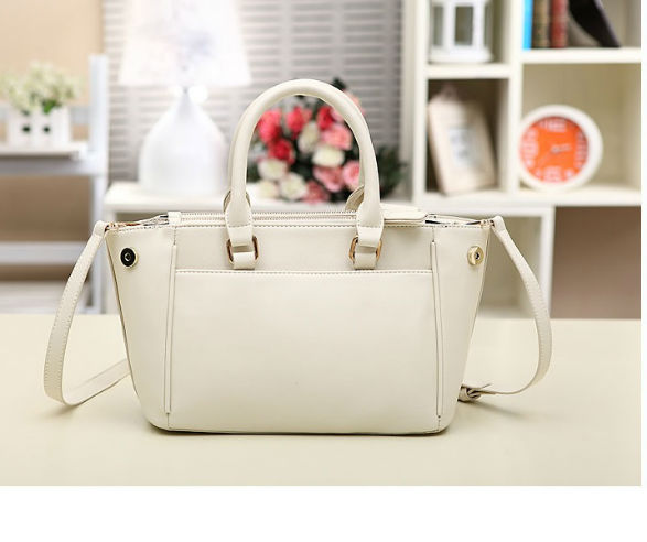 B8273 IDR.209.000 MATERIAL PU SIZE L26XH21XW11CM WEIGHT 750GR COLOR BEIGE.jpg