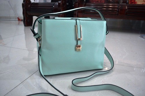 B830 IDR.215.000 MATERIAL PU SIZE L26XH20XW14CM WEIGHT 700GR COLOR GREEN