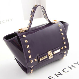B8321 IDR.195.000 MATERIAL PU SIZE L25XH17XW9CM WEIGHT 650GR COLOR PURPLE