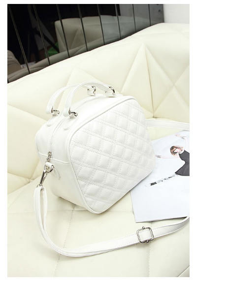 B8335 IDR.158.000 MATERIAL PU SIZE L23XH29XW13CM WEIGHT 600GR COLOR WHITE