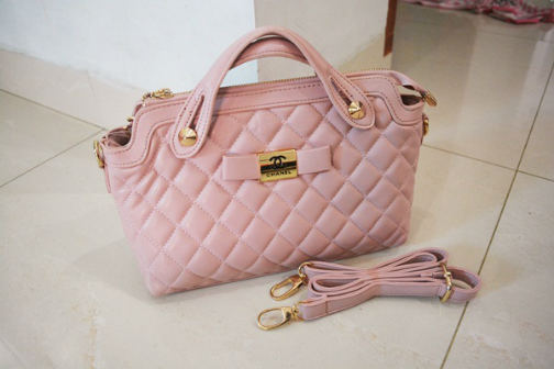 B834 IDR.218.000 MATERIAL PU SIZE L30XH20XW11CM WEIGHT 700GR COLOR PINK