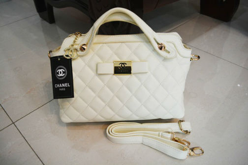 B834 IDR.218.000 MATERIAL PU SIZE L30XH20XW11CM WEIGHT 700GR COLOR WHITE