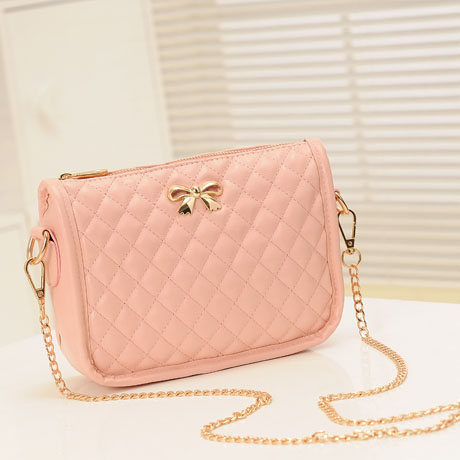 B8357 IDR.140.000 MATERIAL PU SIZE L22XH15XW7CM WEIGHT 400GR COLOR PINK
