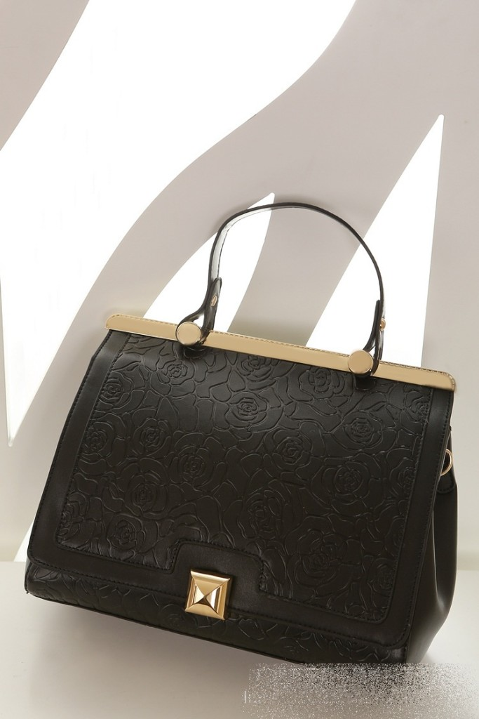 B8375 IDR.235.000 MATERIAL PU SIZE L29XH24XW10CM WEIGHT 850GR COLOR BLACK