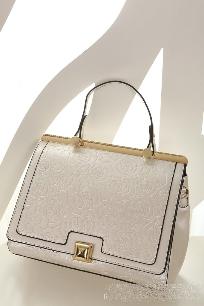 B8375 IDR.235.000 MATERIAL PU SIZE L29XH24XW10CM WEIGHT 850GR COLOR SILVER