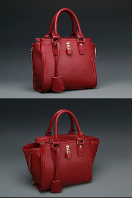 B8385 IDR.215.000 MATERIAL PU SIZE L24XH22XW10CM WEIGHT 800GR COLOR RED.jpg