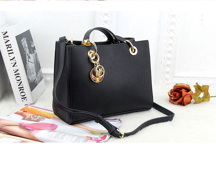 B8390 IDR.228.000 MATERIAL PU SIZE L24XH19XW8CM WEIGHT 800GR COLOR BLACK.jpg