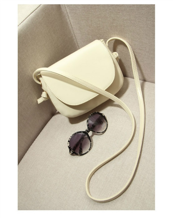 B8408 IDR.170.000 MATERIAL PU SIZE L21XH15XW6CM WEIGHT 500GR COLOR BEIGE