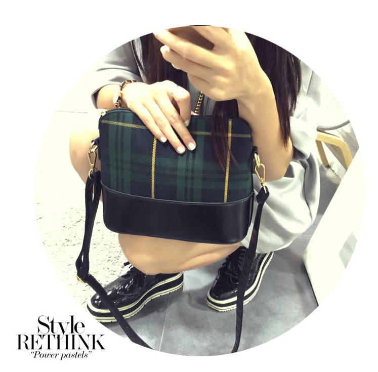 B8414 IDR.152.000 MATERIAL PU+CANVAS SIZE L25XH18XW10CM WEIGHT 500GR COLOR GREEN.jpg