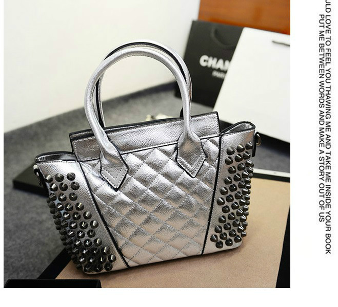 B843 IDR.197.000 MATERIAL PU SIZE L25XH22XW11CM WEIGHT 700GR COLOR SILVER