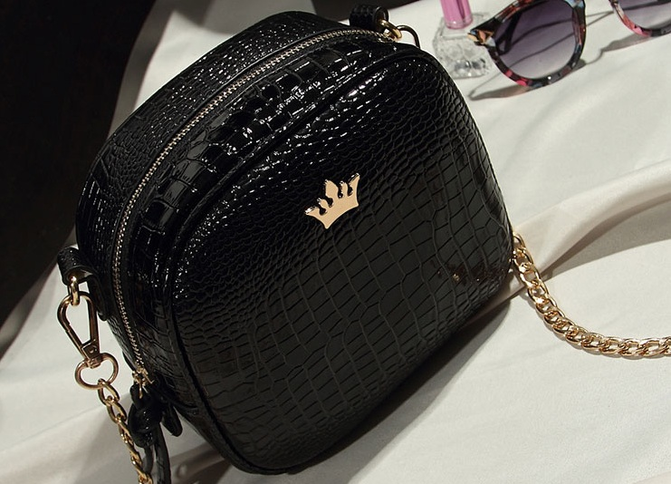 B8436 IDR.143.000 MATERIAL PU SIZE L19XH16XW8CM WEIGHT 500GR COLOR BLACK