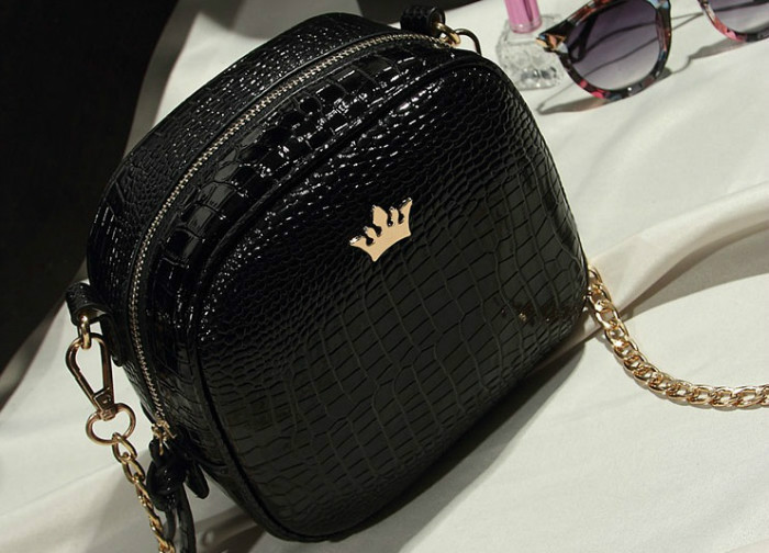 B8436 IDR.152.000 MATERIAL PU SIZE L19XH16XW8CM WEIGHT 500GR COLOR BLACK