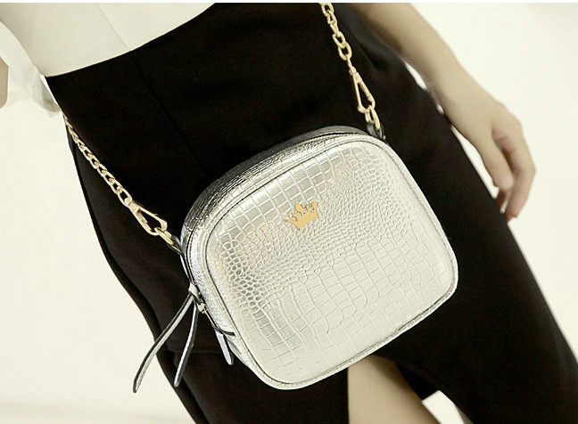B8436 IDR.152.000 MATERIAL PU SIZE L19XH16XW8CM WEIGHT 500GR COLOR SILVER