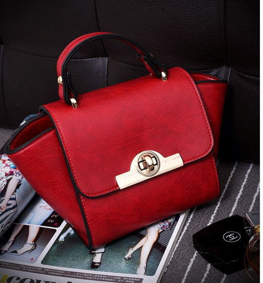 B8483 IDR.163.000 MATERIAL PU SIZE L26XH14XW10CM WEIGHT 550GR COLOR RED