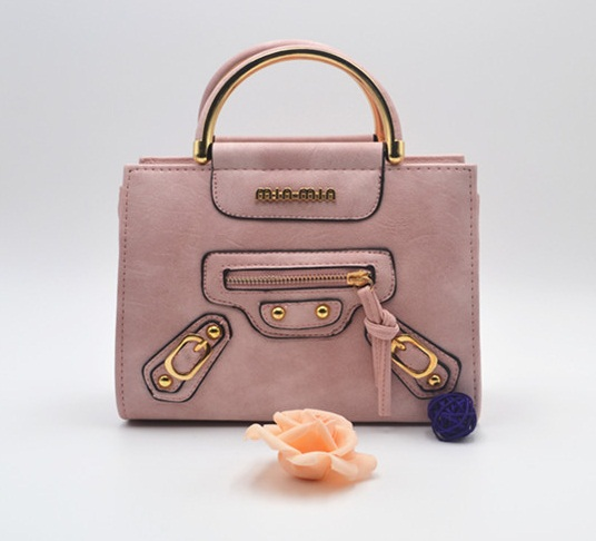 B8508 IDR.165.000 MATERIAL PU SIZE L22XH18XW9CM WEIGHT 650GR COLOR PINK