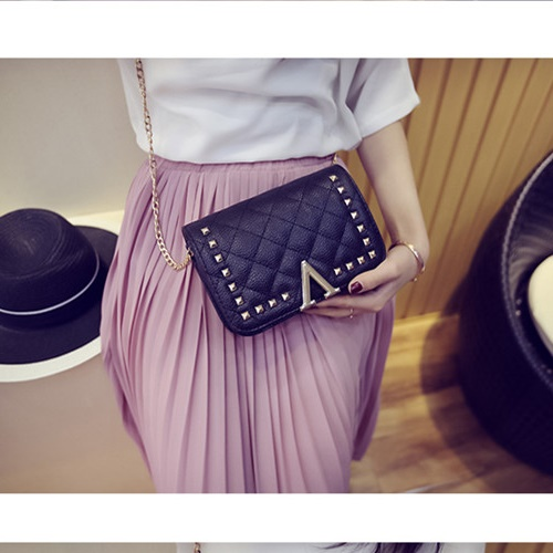 B8509 IDR.159.000 MATERIAL PU SIZE L19XH13XW7CM WEIGHT 550GR COLOR BLACK