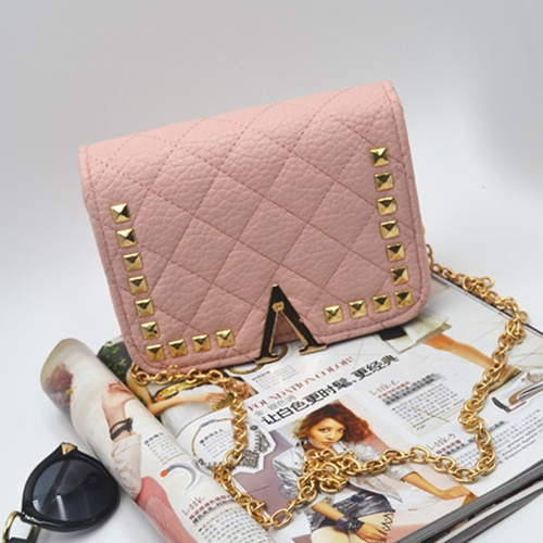 B8509 IDR.159.000 MATERIAL PU SIZE L19XH13XW7CM WEIGHT 550GR COLOR PINK