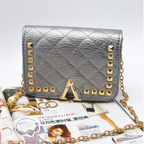B8509 IDR.159.000 MATERIAL PU SIZE L19XH13XW7CM WEIGHT 550GR COLOR SILVER